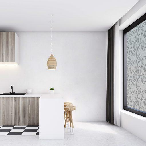 naklejka na szybę w kuchni z listkami
