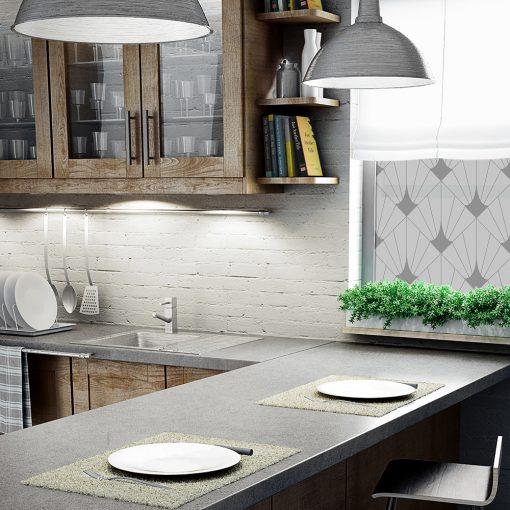 naklejka na okno w kuchni z kwadratami