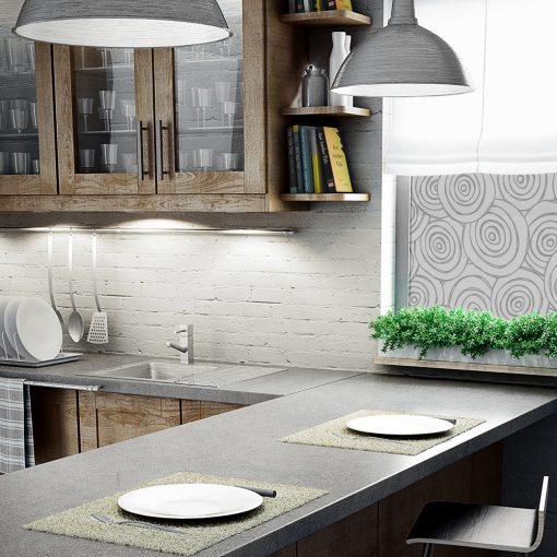 roślinna naklejka na okno w kuchni