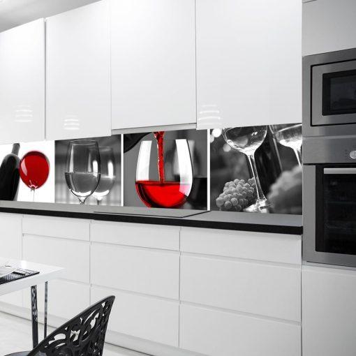 laminat na szybę w kuchni czerwone wino
