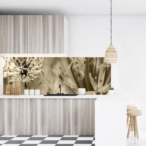 naklejka na szkło w kuchni miedzy szafkami