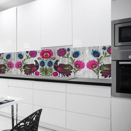 laminat na szklany panel w kuchni koguty