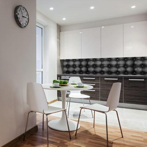 czarna naklejka z pikowaniem na szklany panel do kuchni