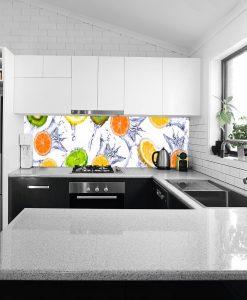 laminat owoce w wodzie na szybę w kuchni