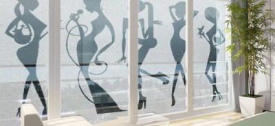 folia na okna kobiety