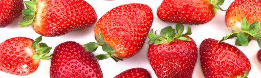 laminat z czerwonymi truskawkami pod szybę