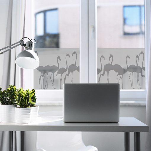 naklejka piaskowana na okno z flamingami
