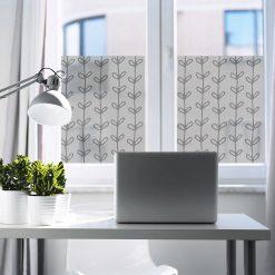 naklejka okienna ze wzorem roślinnym