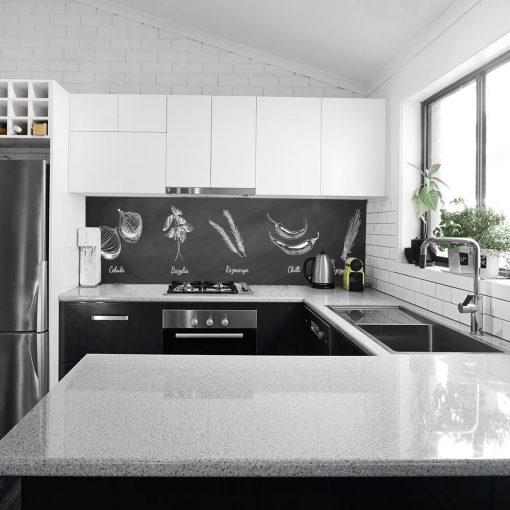 czarno-biała okleina na szkło z motywem przypraw