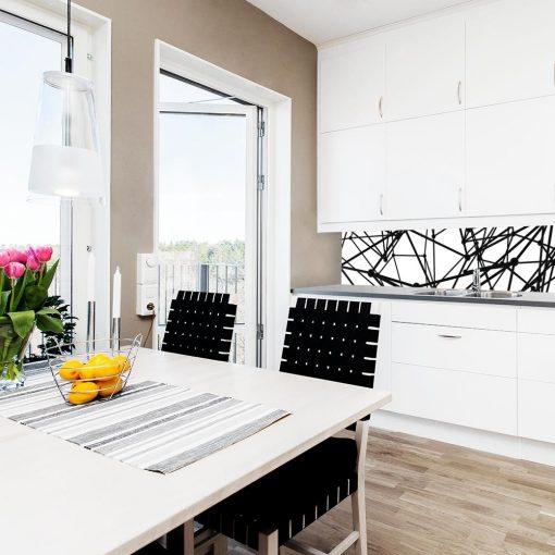 czarno-biała naklejka na szybę w kuchni