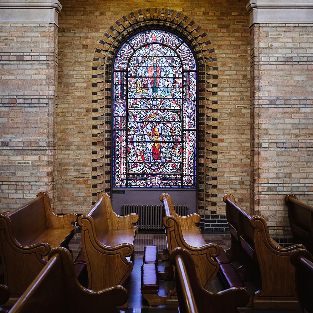 folia witrażowa na okna w kościele