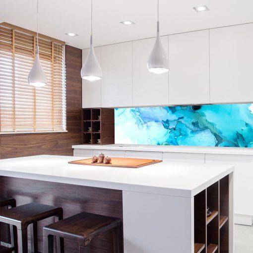 niebieska naklejka pod szybę w kuchni