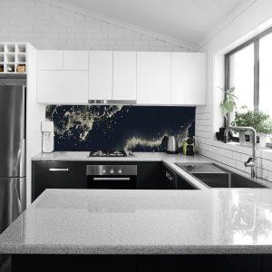 naklejka na szklany panel w kuchni