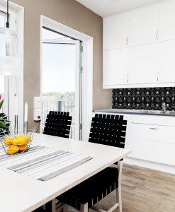 nowoczesny laminat na szkło do kuchni