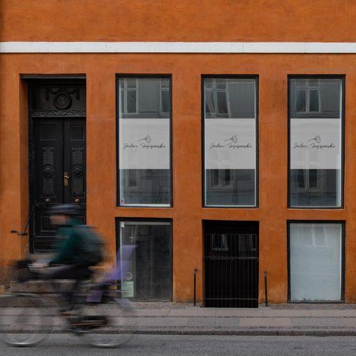 naklejka na okna lub witrynę logo salonu fryzjerskiego