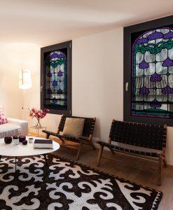 naklejka witrażowa z motywem fioletowych kwiatów